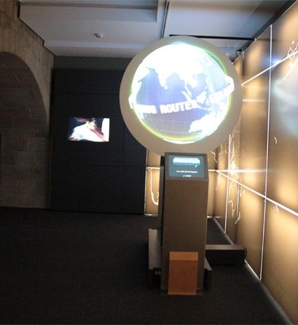 Observació de visitants individuals i escolars en grup a les exposicions del CaixaForum Girona.